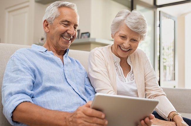 seniors-using-digital-tablet-ZWHK9SN.jpg